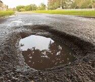 """A su vez, Contreras negó que el asfalto esté costando $700 la tonelada y que la ACT esté solo haciendo """"bacheos"""" y no cubriendo mayores extensiones de carretera."""