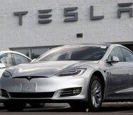 Un  vehículo Tesla Model S modelo 2018 exhibido en una concesionaria de la marca en Littleton, Colorado, el 8 de julio de 2018.