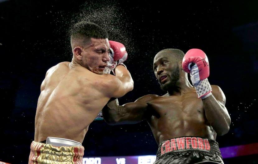 Terence Crawford (der.) es el monarca peso wélter de la Organización Mundial de Boxeo (OMB). (AP / Nati Harnik)