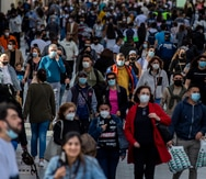 Acusan a un español de contagiar de COVID-19 a 22 personas tras toser sobre compañeros de trabajo