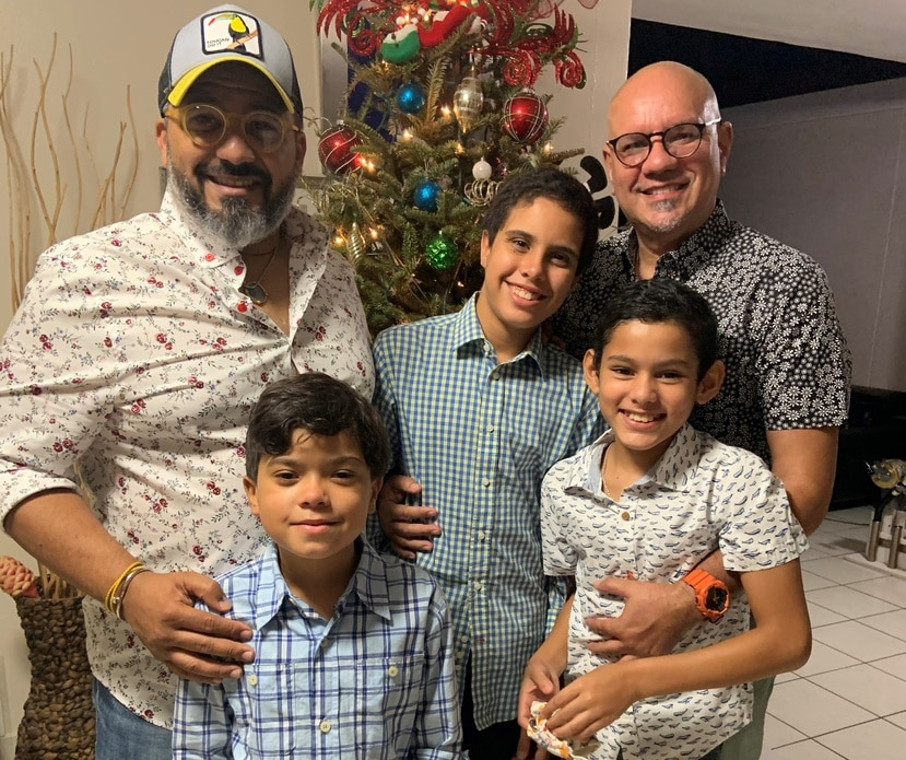 Desde la izquierda, Warner Ithier y Jaime Braña, junto a sus hijos Jaime Antonio de 9, Harrison James de 14 y Julián Alejandro de 10 años.