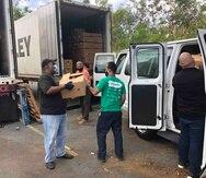 Sammuel González, presidente de la organización Fondos Unidos, indicó que ayer distribuyeron seis vagones de cajas y hoy se encaminaban a hacer lo mismo con ocho vagones. (Suministrada)