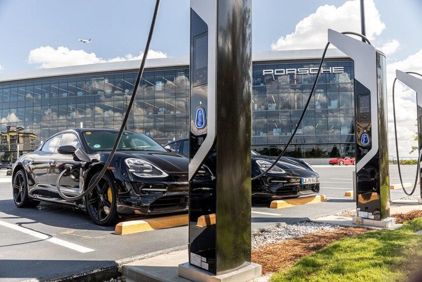 """Una vez el modelo Taycan comience a producirse de manera regular, se enfocarán en la creación de una versión tipo """"hatchback"""", que se conocerá como Cross Turismo y que tendrá las mismas características que el modelo sedán eléctrico. (Suministrada)"""
