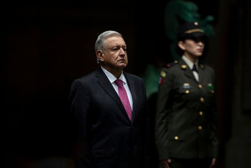 El presidente mexicano Andrés Manuel López Obrador recibe los honores a su llegada para pronunciar un discurso en el Palacio Nacional, en la Ciudad de México, en una ceremonia con motivo del tercer aniversario de su elección presidencial, el jueves 1 de julio de 2021.
