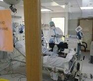 Un paciente de COVID-19 recluido en una Unidad de Cuidados Intensivos (UCI).