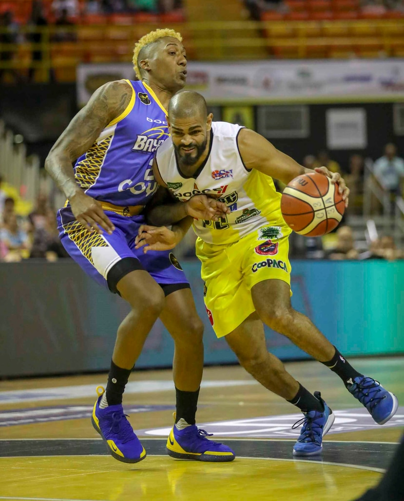 Jowhen Villegas, de los Capitanes, tuvo 12 puntos en el encuentro. (GFR Media)
