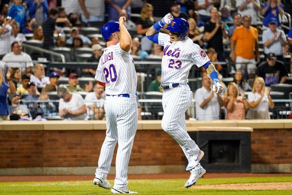 Báez, en la foto celebrando su cuadrangular con Pete Alonso, llegó a los Mets en un cambio desde los Cubs de Chicago, franquicia en la cual debutó en las Mayores y ganó la Serie Mundial en 2016.