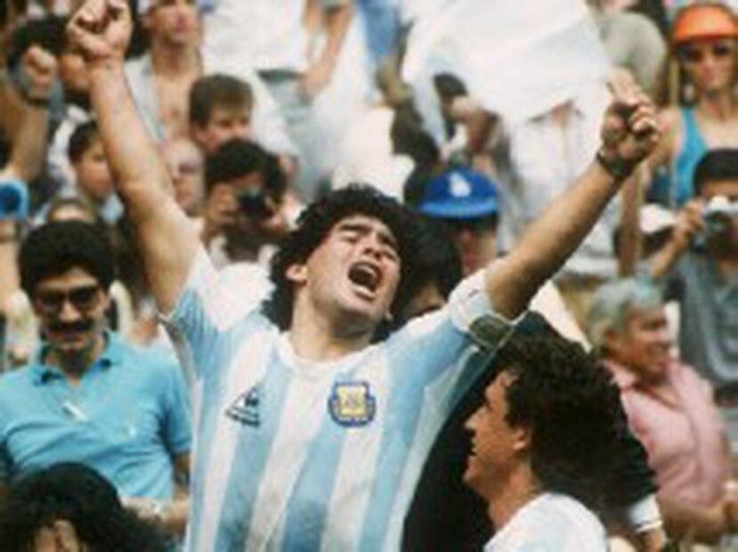 El Mundial 1994 fue ganado por Brasil y el presidente de la Asociación del Fútbol Argentino, Julio Grondona, retiró a Maradona de la selección por presión del entonces titular de la FIFA, el brasileño Joao Havelange, enemigo declarado del máximo ídolo argentino. (Archivo)