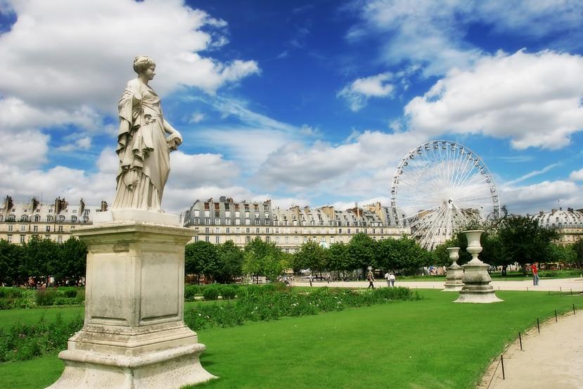 El jardín de las Tullerías, contiguo al Museo del Louvre en París, fue creado en 1564 y después rediseñado por orden del rey Luis XIV.