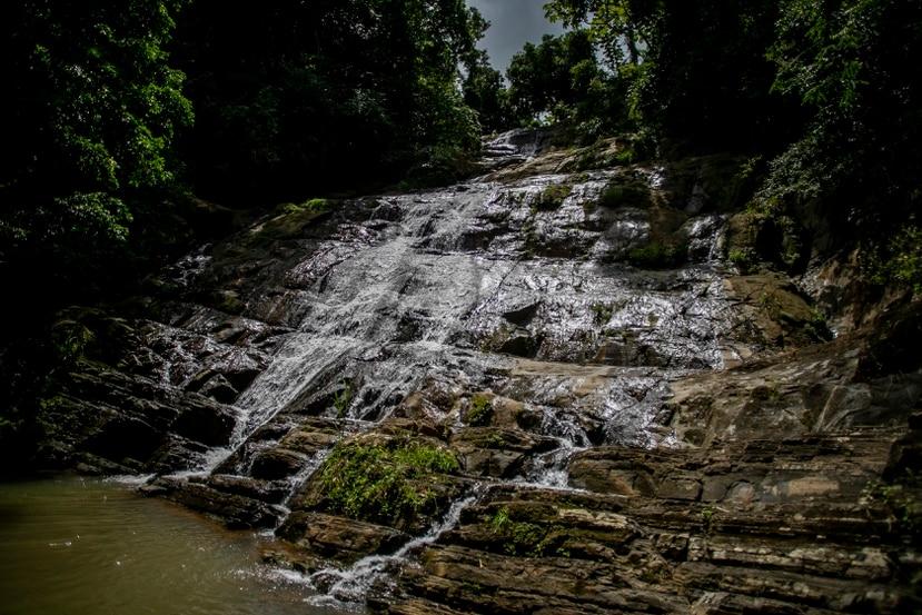 El charco Salto Atalaya, en el Barrio Atalaya, de Aguada, es visitado por turistas locales y extranjeros.   Xavier Garcia / Fotoperiodista