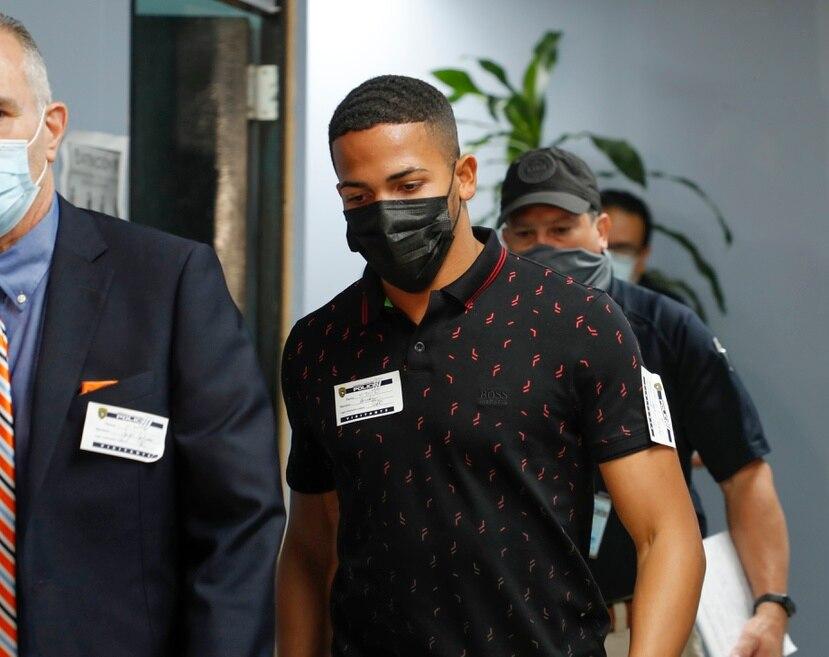 El boxeador Félix Verdejo cuando llegó a las oficinas del Cuerpo de Investigaciones Criminales junto a sus abogados al ser citado para ser entrevistado en el caso de la joven desaparecida Keishla Rodríguez.