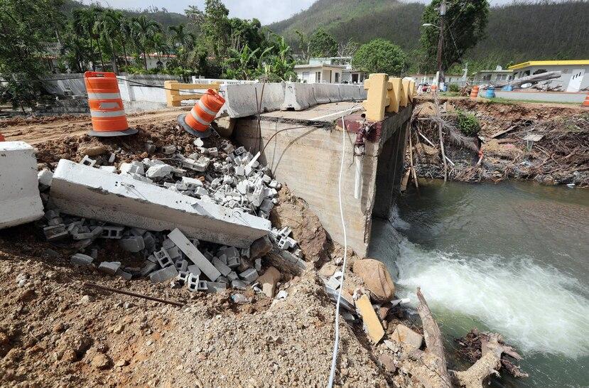 Puerto Rico podrá recibir  fondos para mejoras permanentes mediante estimados de costos. En la foto, un puente colapsado en Arroyo.