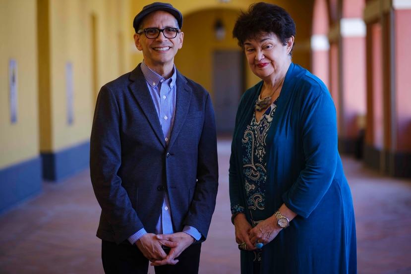 """El director ejecutivo de Pregones-Puerto Rico TravelingTheatre en Nueva York se reunió con la directora  de la Fundación Puertorriqueña de las Humanidades, Margarita Benítez. (GFR Media/Ramón """"Tonito"""" Zayas)"""