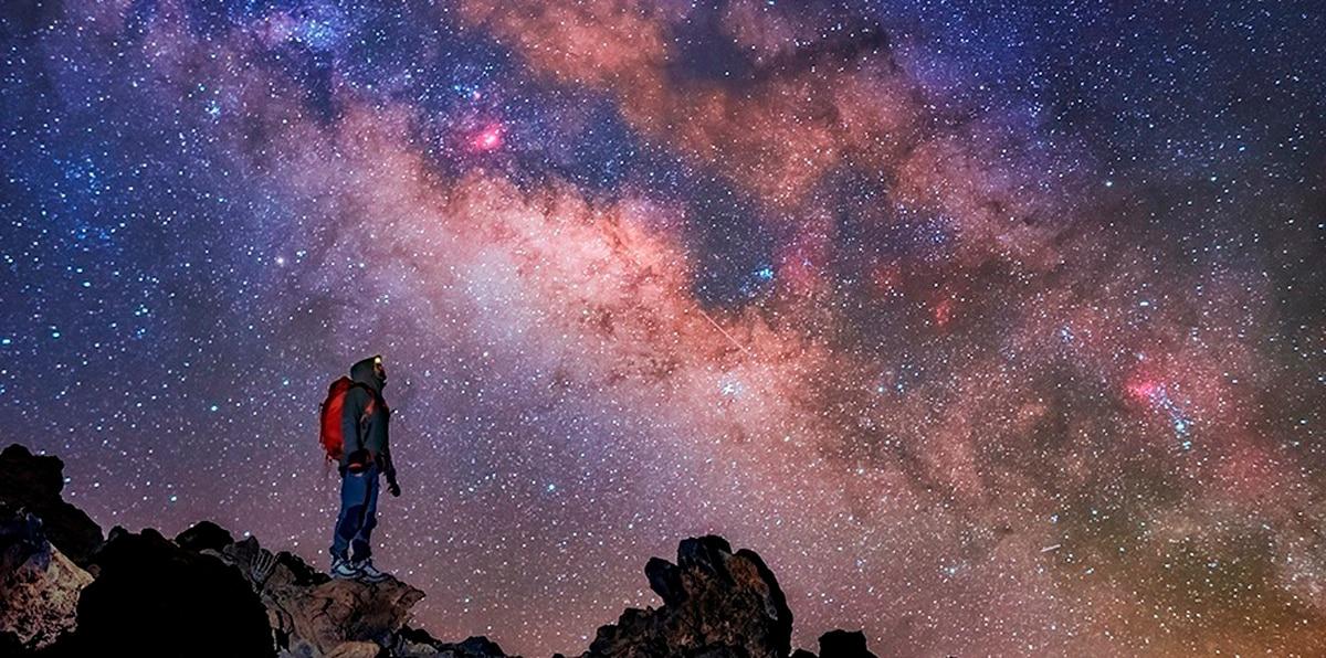 La Vía Láctea sobre el Teide en Tenerife.
