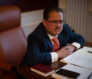 El presidente del Senado, José Luis Dalmau Santiago (arriba), sostuvo que no tomará acciones disciplinarias hasta que culmine la pesquisa.