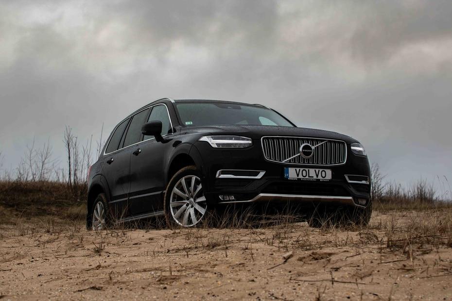 Volvo XC90 | Con un sistema de sonido Harman Kardon y espacio para siete pasajeros en su lujoso interior, la XC90 es una de las mayores competidoras en el mercado de SUVs de lujo.  (Shutterstock.com)