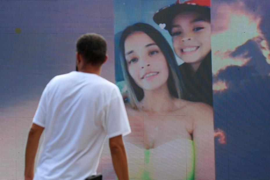 Durante la ceremonia se proyectaron fotos de Keishla junto a su familia.