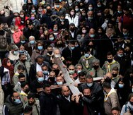 Cristianos alrededor del mundo celebran otro Viernes Santo marcado por el COVID