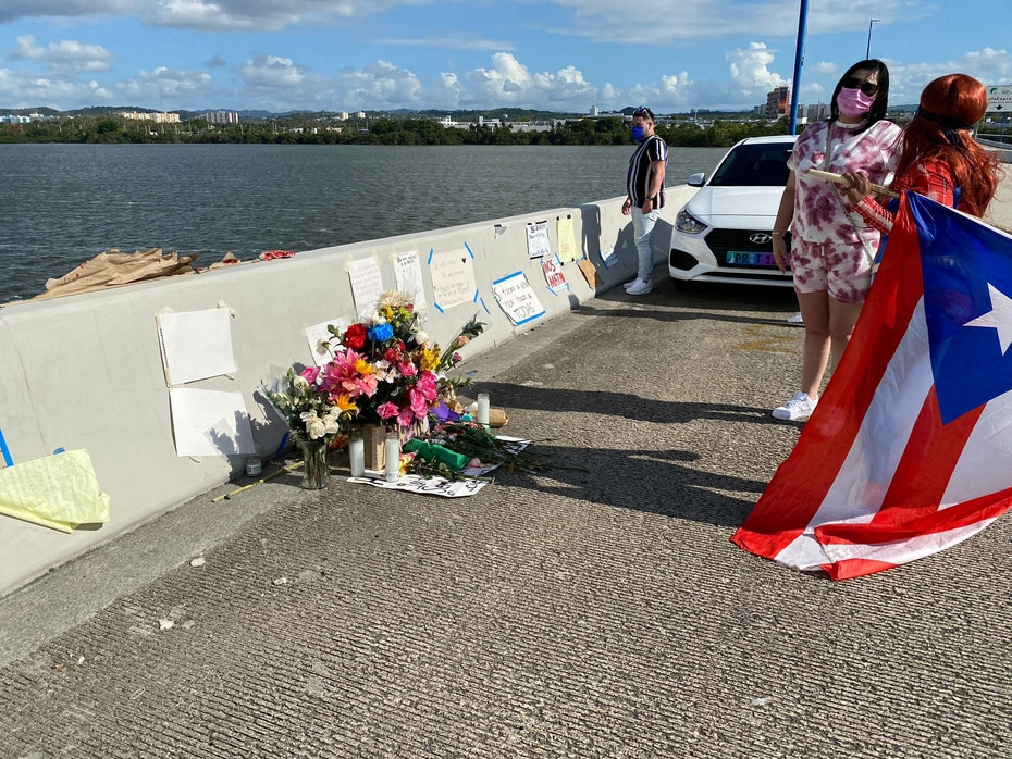Múltiples personas honraron la memoria de Keishla desde el puente.