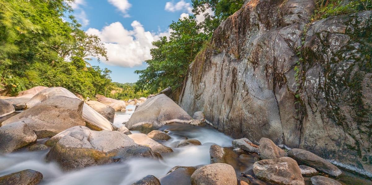 """Charco """"El Hippie"""" en las montañas de Naguabo."""