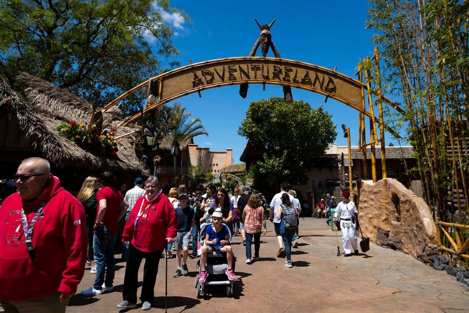 El parque tiene una extensión: Disnelyand California Adventure Park, inaugurada en 2001.