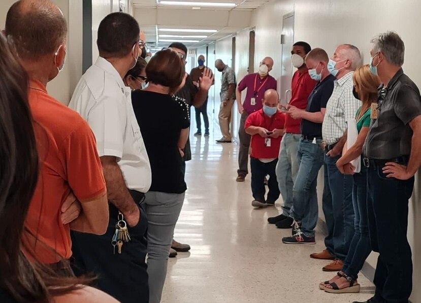 Empleados unionados y hasta supervisores participaron de la manifestación en el piso 7 del Recinto de Ciencias Médicas.