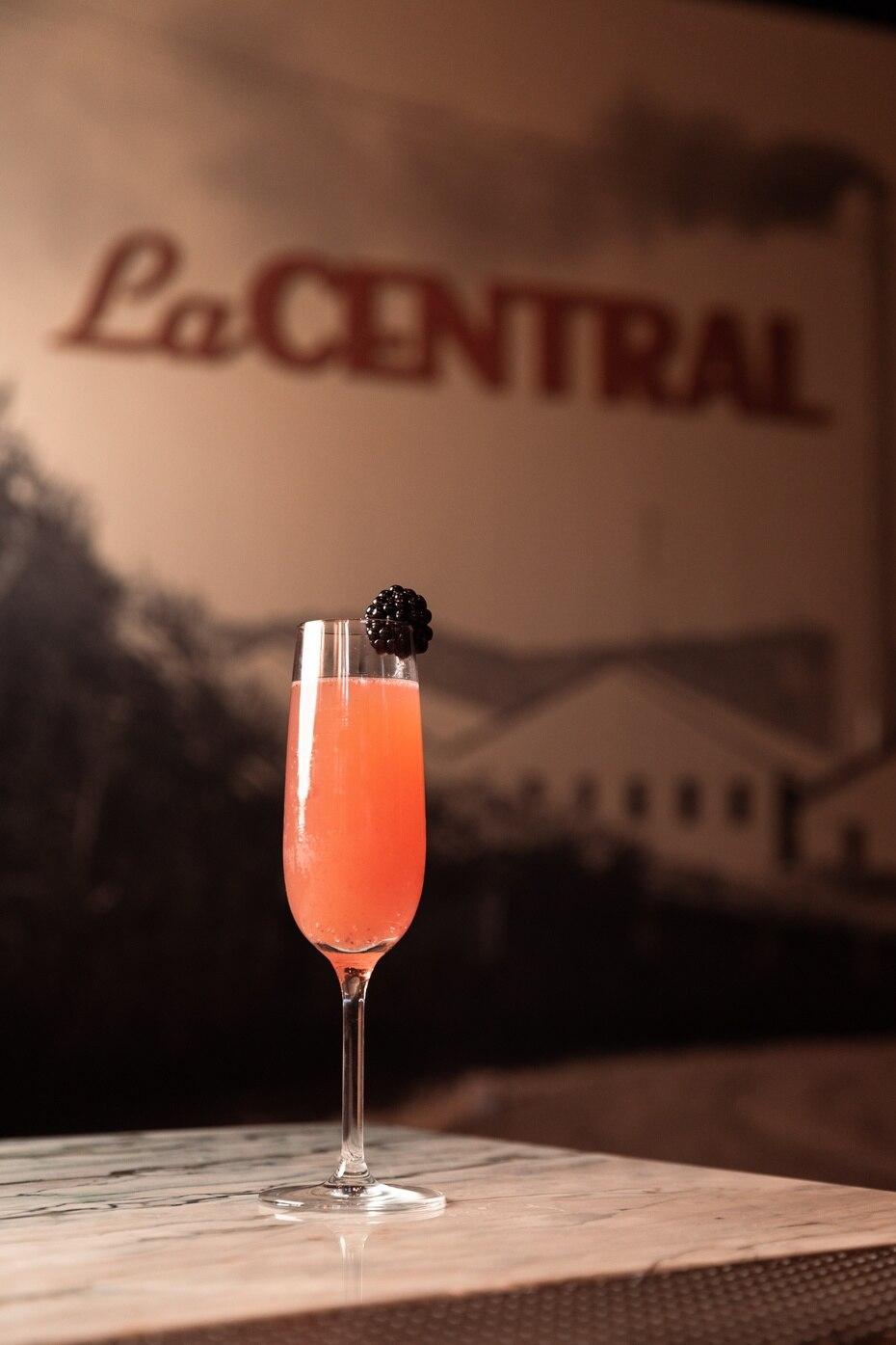 """Restaurante La Central: """"Central 75"""", uno de los cócteles en el restaurante."""