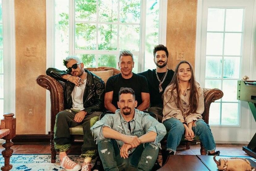 Ricardo Montaner junto a sus hijos Ricky, Mau, Eva Luna y su yerno Camilo.