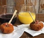 Vinos cócteles y  pedazos pequeños de Mac and Cheese en el restaurante Wine George en Disney Springs. (Gregorio Mayí/Especial para GFR Media)