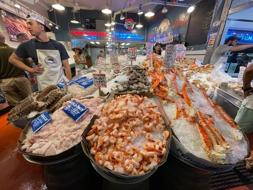 En el Pike Place Market también se venden grandes cantidades de pescados y mariscos frescos. (Gregorio Mayí / Especial para GFR Media)