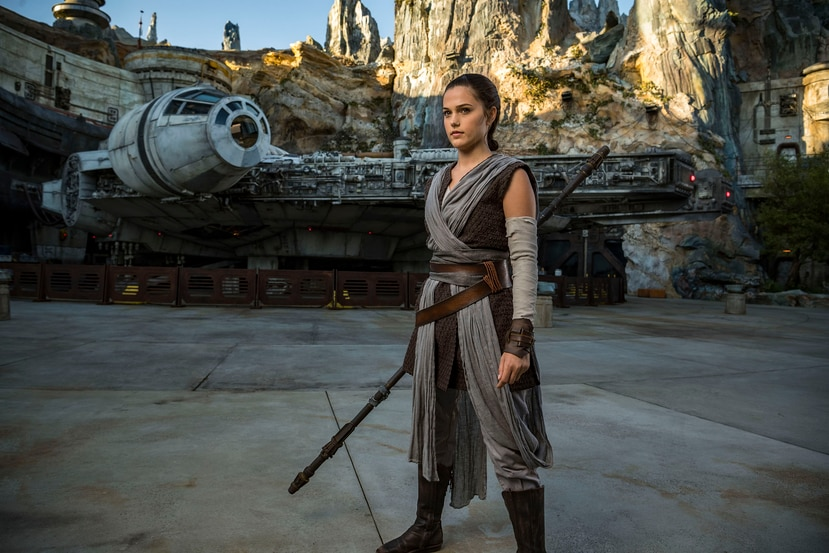 Personajes como Rey, podrán verse en Star Wars: Galaxy's Edge en Disney's Hollywood Studios en Florida.