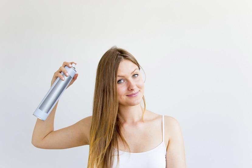 El champú en seco es una alternativa para mantener el cabello limpio por más tiempo sin necesidad de someterlo al lavado tradicional.