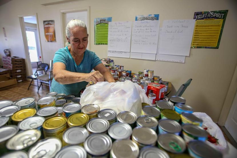 Blanca Cintrón vive en un hotel desde el 15 de diciembre luego que el huracán María destruyó su casita en la comunidad Villa Navarra, en Río Piedras.