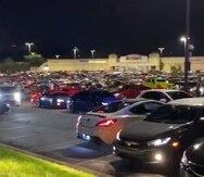 Actividad en el estacionamiento de Montehiedra.