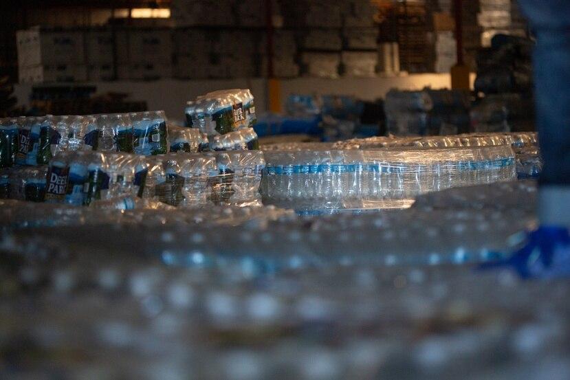 De los 97 millones de litros de agua que envió FEMA a Puerto Rico, solo 37% llegaron a sus puntos de distribución.