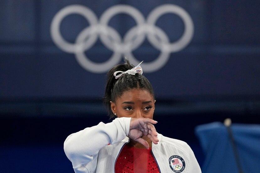 La gimnasta estadounidense Simone Biles admitió que la presión mental le estaba afectando su rendimiento en Tokio y, por tal razón, optó por retirarse de la final de equipos.