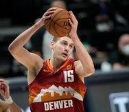 Nikola Jokic se despidió de la temporada 2021 de la NBA luego que su equipo, los Nuggets de Denver, fuesen barridos por 4-0 en los playoffs por los Suns de Phoenix.