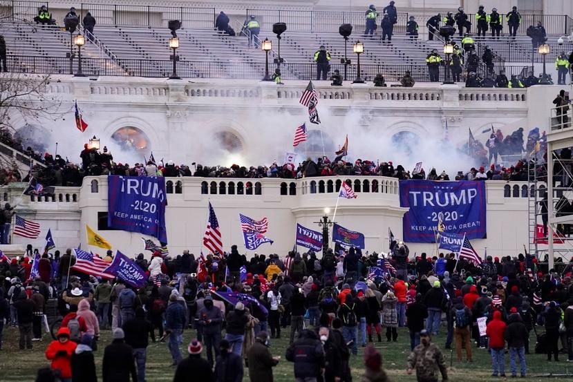 FBI busca a simpatizantes de Trump que asaltaron Capitolio