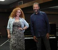 Brava, además de formar parte del elenco, es instructora musical, y Peña trabaja con una orquesta de 13 música.