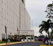 Acusan a dos confinados de agredir a un oficial correccional federal en Guaynabo