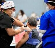 Evento de vacunación en el Centro de Convenciones de Puerto Rico, donde Salud busca inmunizar a 10,000 personas.