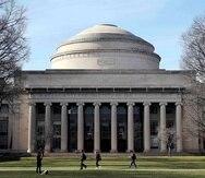 Según documentos internos a los que tuvo acceso la publicación, el Media Lab de MIT siguió aceptando donaciones hechas o canalizadas por el magnate durante años a pesar de que Epstein había sido condenado por delitos sexuales. (AP/Charles Krupa, File)