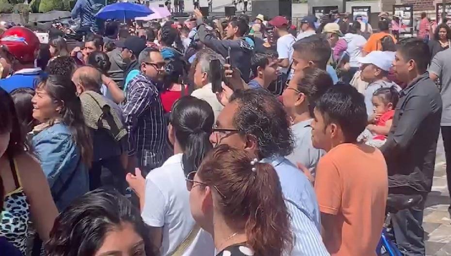 Ahí lo esperaban decenas de personas. En el lugar se celebró una misa en su honor.