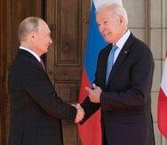 El presidente de Estados Unidos, Joe Biden, junto a su homólogo ruso, Vladimir Putin.