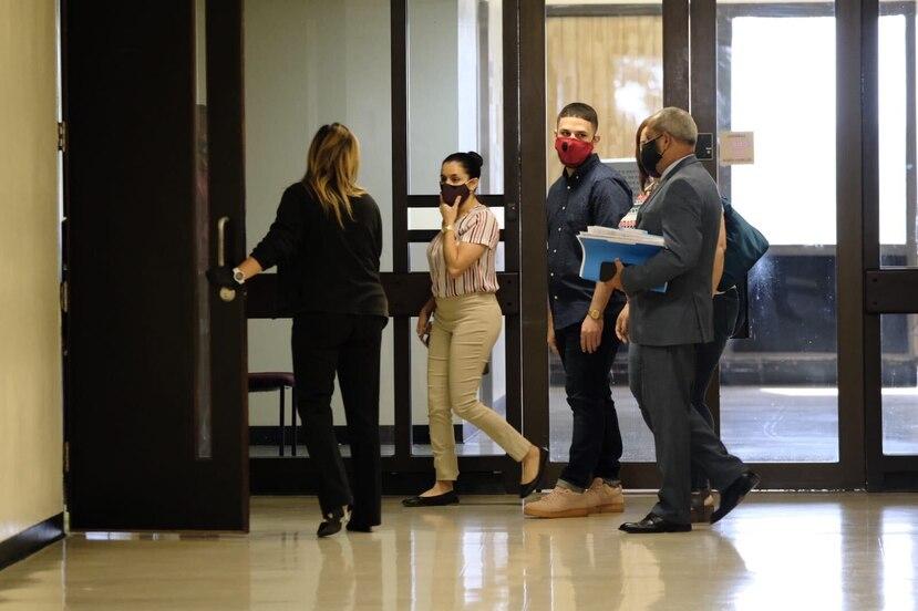 Keishla Pérez Bigio está libre bajo fianza, mientras que William Avilés salió de prisión bajo restricciones ante un recurso de hábeas corpus. (gerald.lopez@gfrmedia.com)