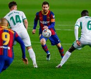 Doblete de Messi mantiene al Barcelona en la lucha por el título de Liga española