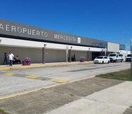 Los vuelos comerciales que antes iban a los aeropuertos Rafael Hernández, en Aguadilla, y Mercedita, en Ponce, son actualmente redirigidos al Luis Muñoz Marín, en Carolina.