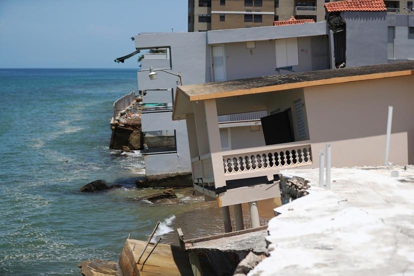 Estructuras destruidas por el huracán María en la playa Córcega, en Rincón. El cambio climático ha aumentado y seguirá aumentando la potencia y frecuencia de los huracanes.
