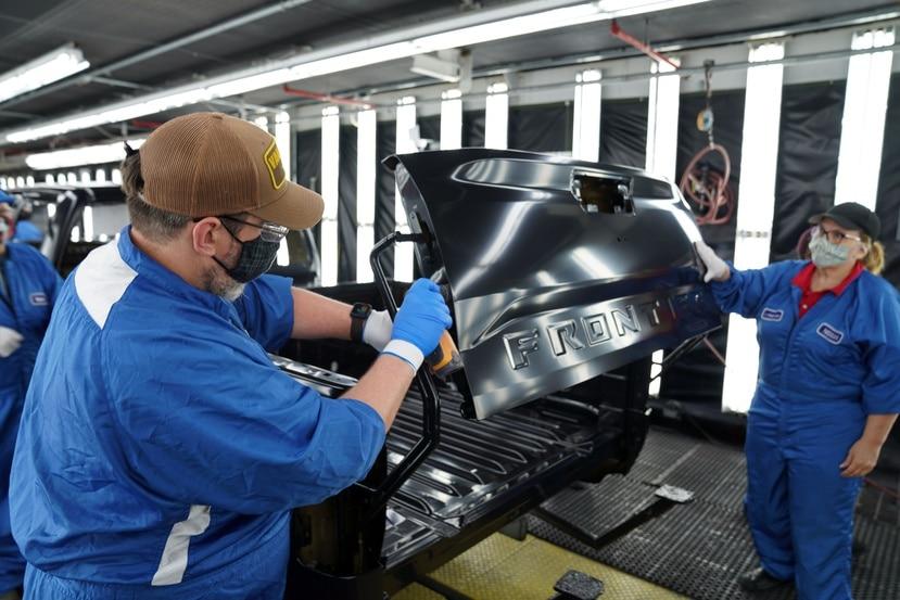 Nissan implementó aplicaciones  tecnología de robots colaborativos (cobot) para el ensamblaje de la nueva Frontier 2022. Estos robots apoyan la automatización de la producción, pero sin dejar a un lado la mano de obra humana.