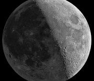 Para los expertos es más fácil detectar los impactos de un meteorito en la parte obscura de la  Luna. (Shutterstock)